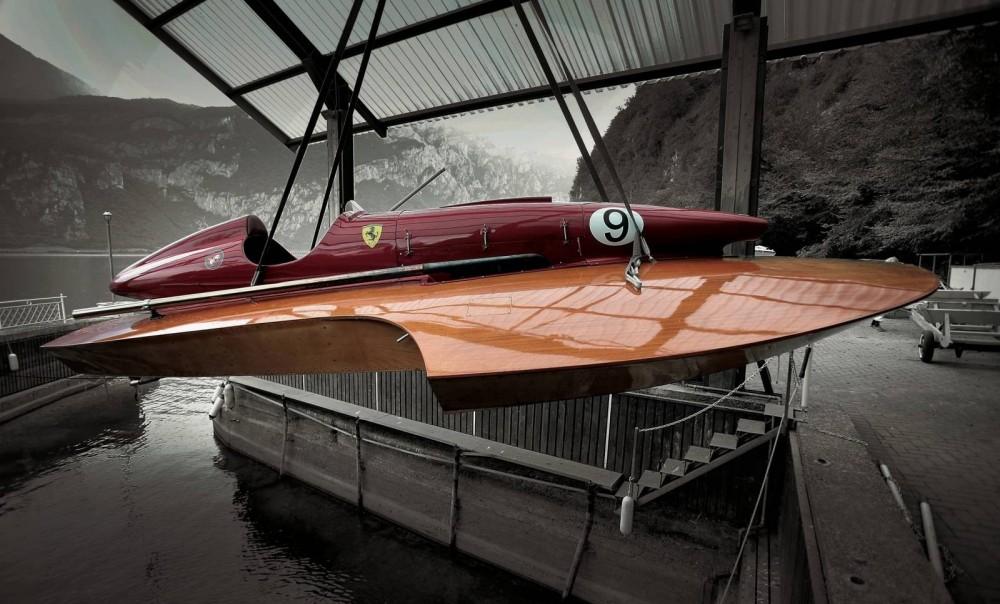 Ferrari-V12-Hydroplane-on-Crane.thumb.jpg.11151e1bcb559da82ecb6dc537cdf1d6.jpg